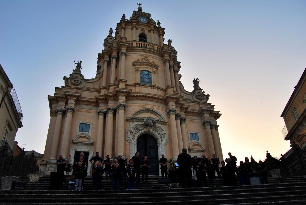La magia del Coro Polifonico Enarmonia al tramonto