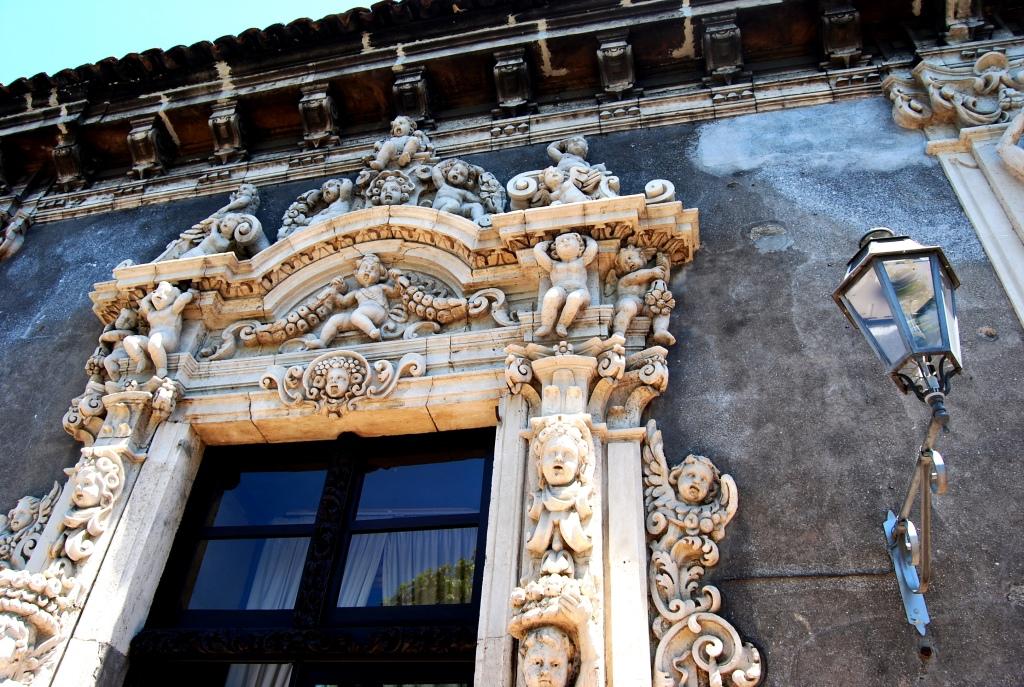 Palazzo Biscari. Arte, amori e gossip in 700 stanze.