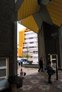Le Case Cubo e la Biblioteca Centrale