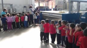 I bambini al frantoio. Foto Coletta