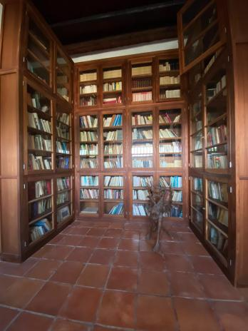 Parte della libreria con oltre 4.000 volumi