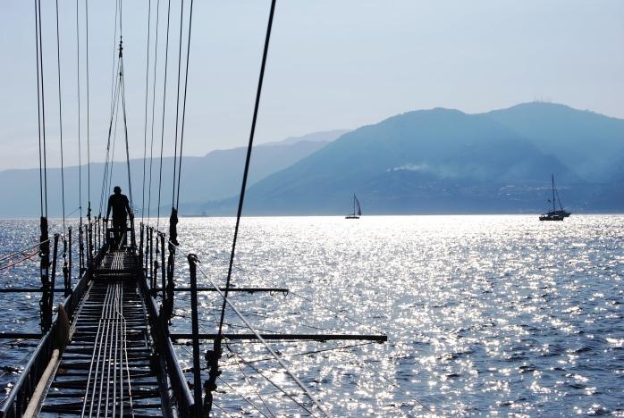 In feluca. Ѐ tempo di spadare nello Stretto di Messina