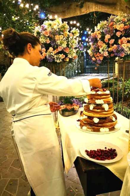La chef Gabriella Urso al lavoro