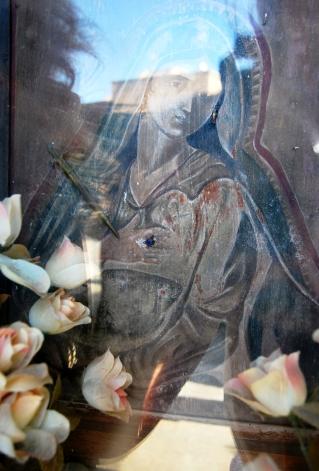 La Madonna di Elio Marchegiani. Un tonno tra le braccia...