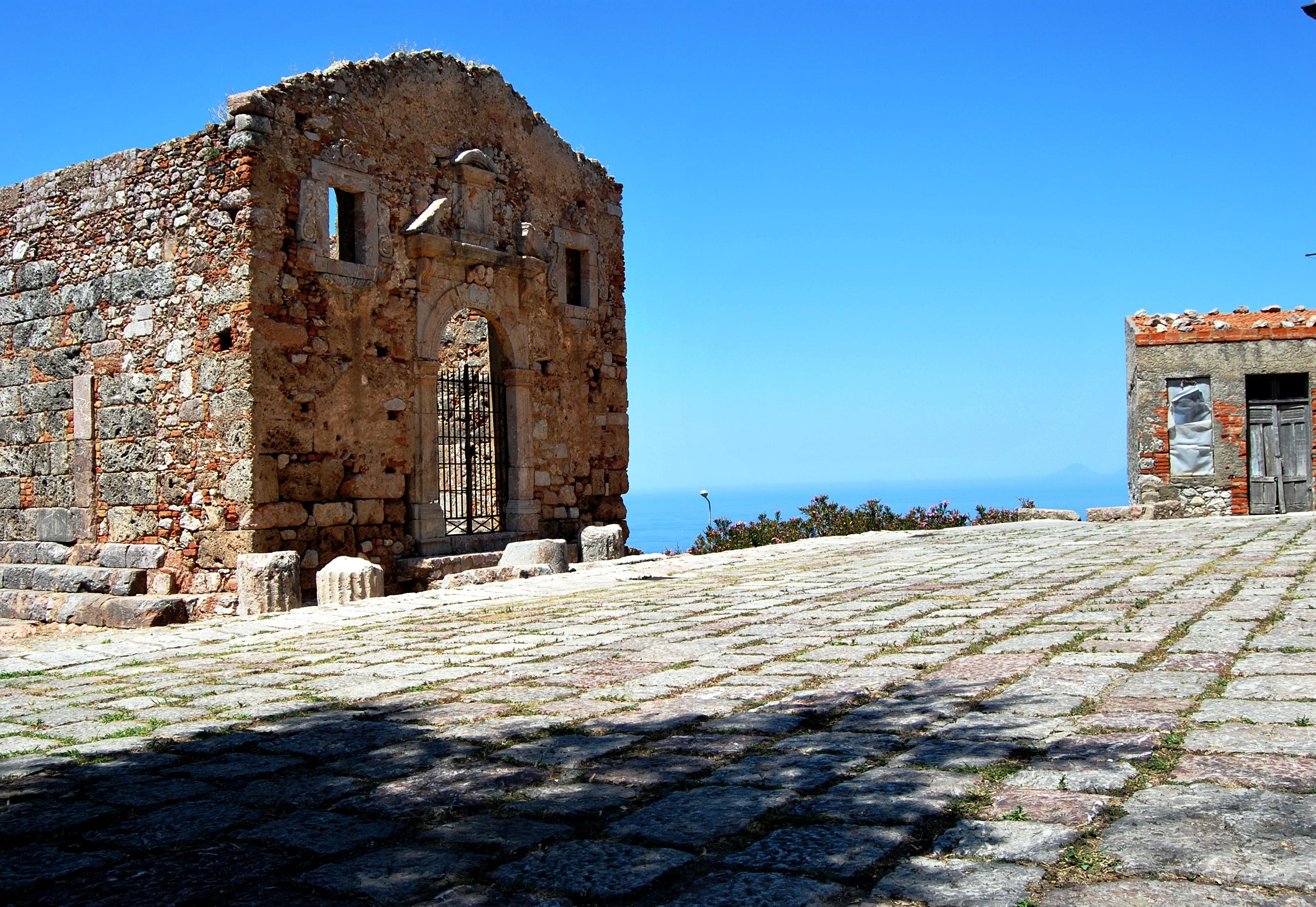 Sul Tirreno. Il Tempio d'Ercole a San Marco d'Alunzio