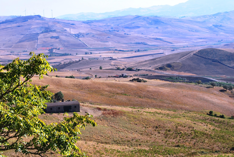 La Sicilia che custodisce le Grotte della Gurfa