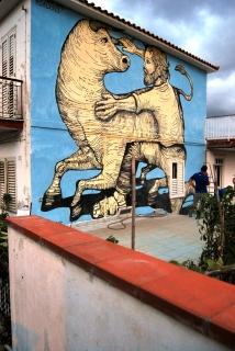 A Borgo Cannistrà si racconta di un toro inferocito bloccato da un cittadino coraggioso...