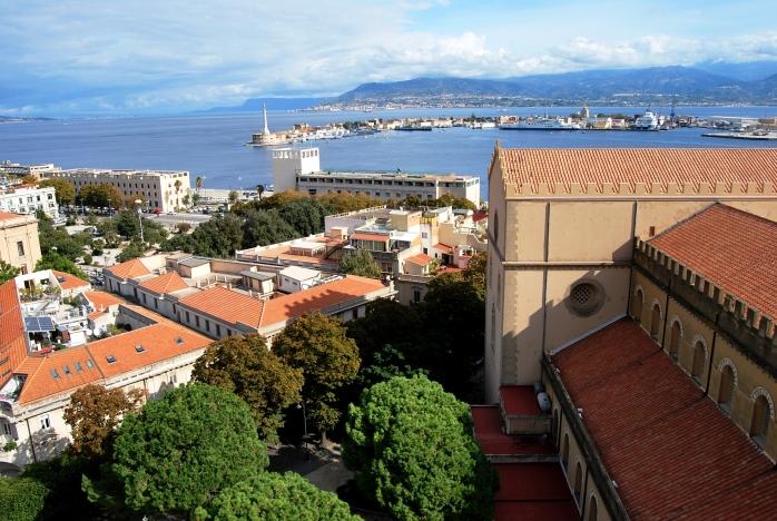 Lo Stretto di Messina dal belvedere del campanile