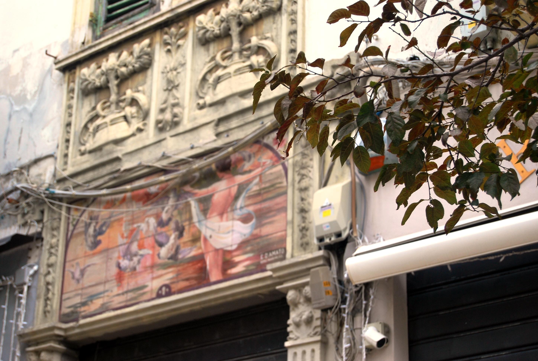 Liberty a Messina. Cercatelo sui palazzi, nelle insegne, sui portoni...